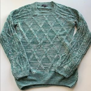 The Limited Pullover in Heathered Green and White